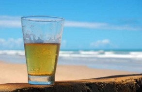 Beer_on_The_Beach-Rodrigo-Menezes