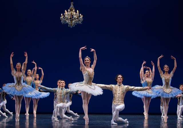 Het-Nationale-Ballet---Theme-&-Variations---foto-Angela-Sterling