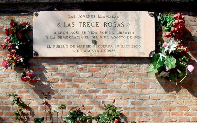 mujeres en la historia Las_Trece_Rosas-CC-Alvaro-Ibanez